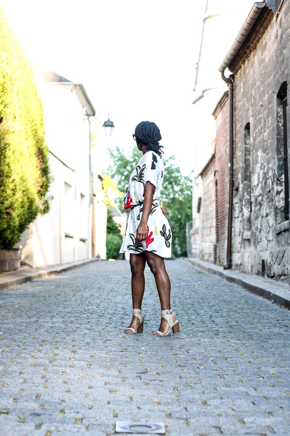 blogeuse-tendance-avec-une-robe-colorée