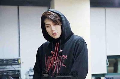 Foto Jooheon berambut panjang