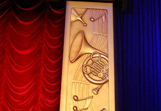 Hidden Mickeys na decoração das atrações