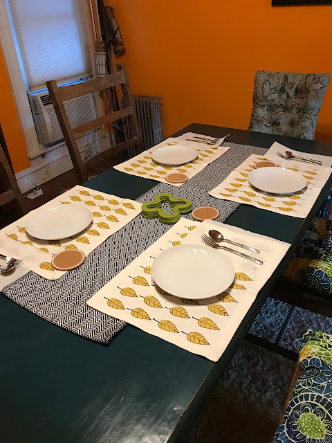 placemats, table setting, gift ideas from overnight guests