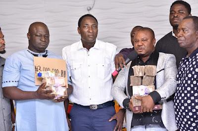 Prophet Jeremiah Showers N3m Cash On Uvwie Youths (Photos)