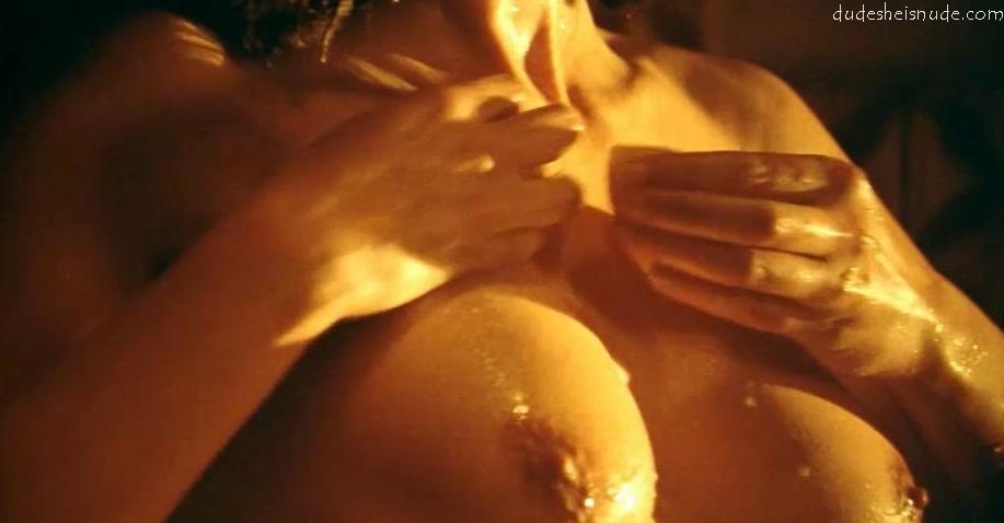 Monica bellucci nude show vagina