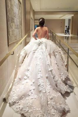 f11e25bcc صور فساتين زفاف 2018 احدث فساتين افراح - يلا صور