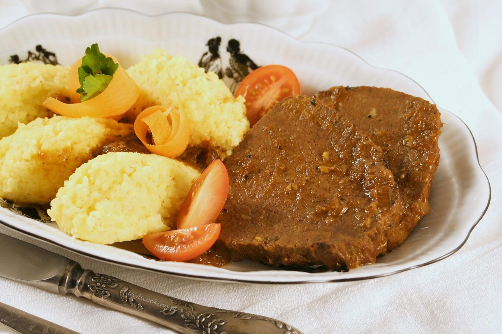 ligawa wołowa, przepis na wołowinę w ciemnym sosie, jak zrobić ciemny sos z mięsa wołowego, daylicooking