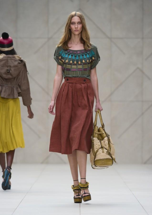 Emphasis In Fashion De...