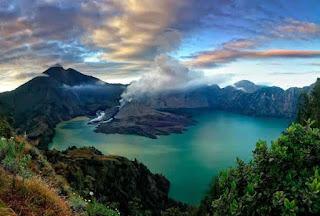 1. Gunung Rinjani Lombok