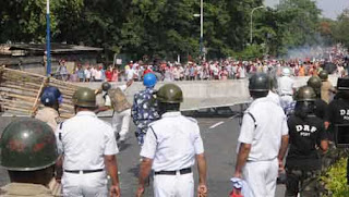 anti-ganguly-among-many-injured-in-police-janta-clashes-in-kolkata-howrah-on-nabanna-cholo