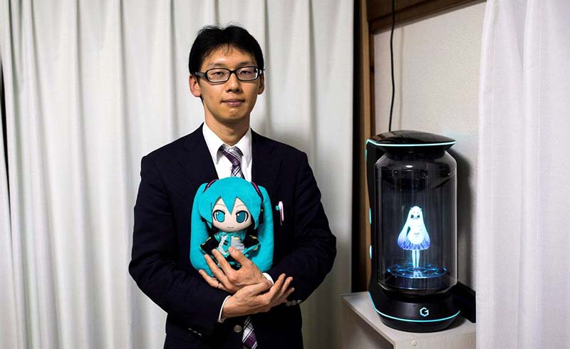 Japanese Man 'Marries' Virtual Reality Singer
