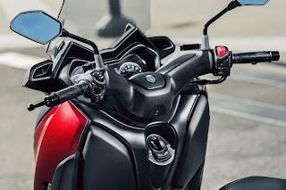 Yamaha-X-MAX-125-manillar
