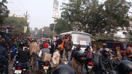 बिहारशरीफ:  पानी के संकट से तंग सड़क पर उतरे लोग, किया सड़क जाम