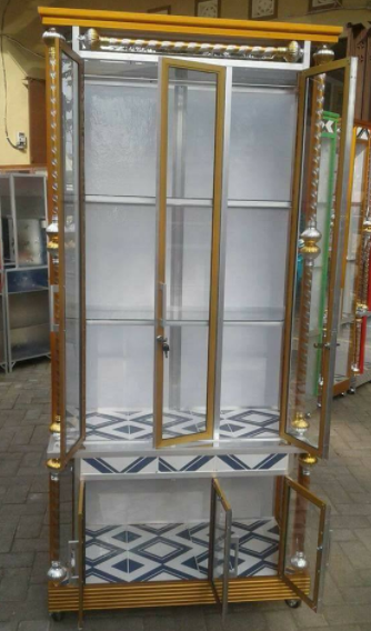 Model lemari hias kaca ruang tamu