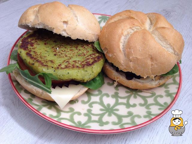 Hamburguesas vegetales de calabacín y guisantes