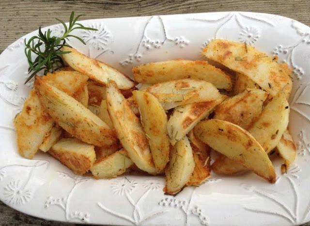 Печеный картофель дольками в духовке