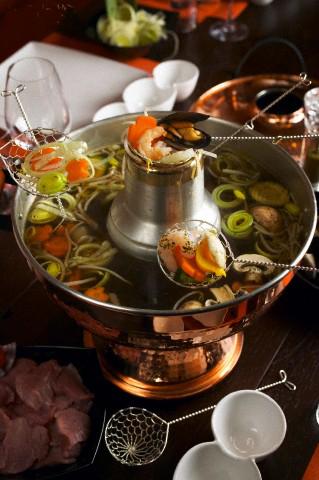 Resultado de imagem para vinho e fondue chines