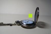 """innen seitlich: AWStech Vintage """"one piece"""" Schädel Skelett Skull Quarz Tachenuhr Pocket Watch mit Halskette, Big Size, Beste Willkommen Geschenk"""