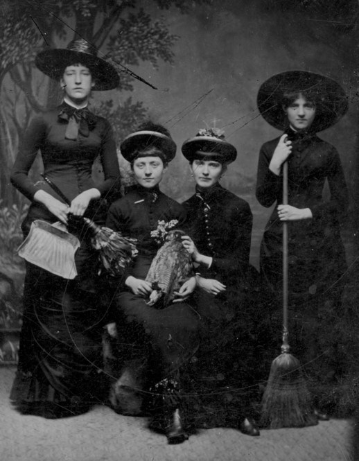 Inilah Kumpulan Foto Asli Para Penyihir yang Membuat Masyarakat Ketakutan