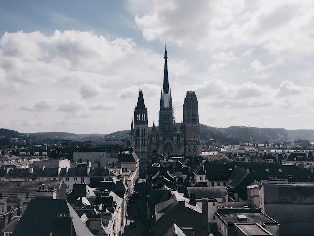 Vue du panorama du Gros Horloge sur la Cathédrale de Rouen