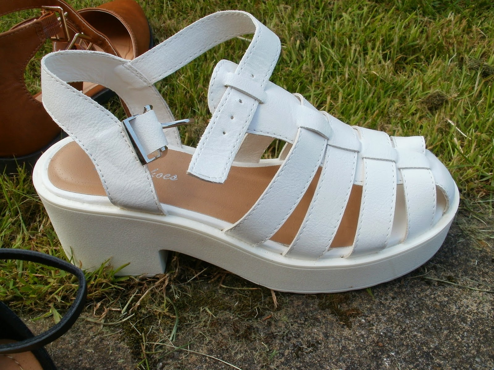 5689caafb5d48 Porcelain Eleanor  Shoes on a Shoestring  5 Sandals for Toe-a-phobes