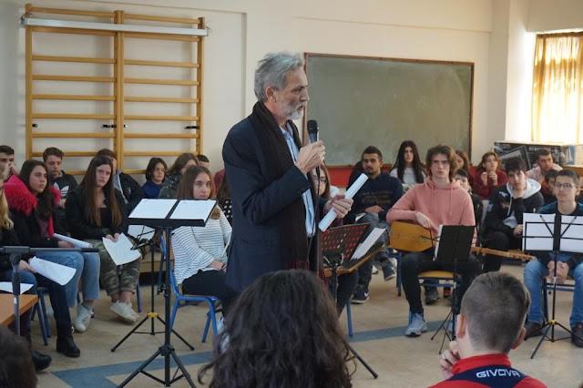 Άρτα: Ο συγγραφέας Γιάννης Καλπούζος στο Μουσικό Σχολείο Άρτας