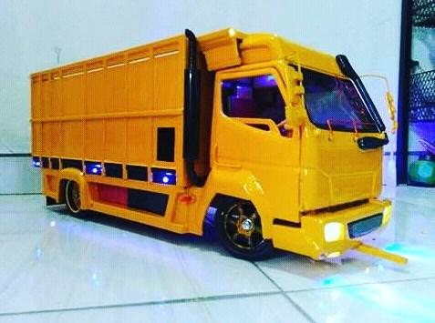 miniatur truk mitsubishi canter dari jepara