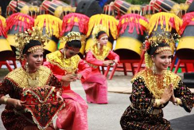 Hasil gambar untuk Tari Tradisional di Kota Pekanbaru, Provinsi Riau, Indonesia