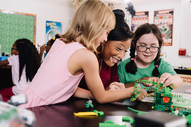 Girl Scout Stem Pledge Bridging Gender Gap