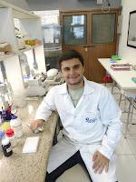 Phelippe do Carmo, graduado pelo UNIFESO: farmacêutico foi aprovado no programa de doutorado pela Universidade Federal do Rio de Janeiro em segundo lugar