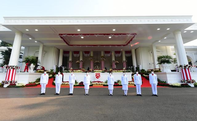 Tim Sabang Kibarkan Sang Merah Putih di Istana Merdeka Jakarta