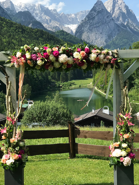 wedding ceremony on the meadow,  shades of raspberry and apricot, lake-side wedding in the Bavarian mountains, Garmisch-Partenkirchen, Germany, wedding venue Riessersee Hotel, wedding planner Uschi Glas, getting married abroad
