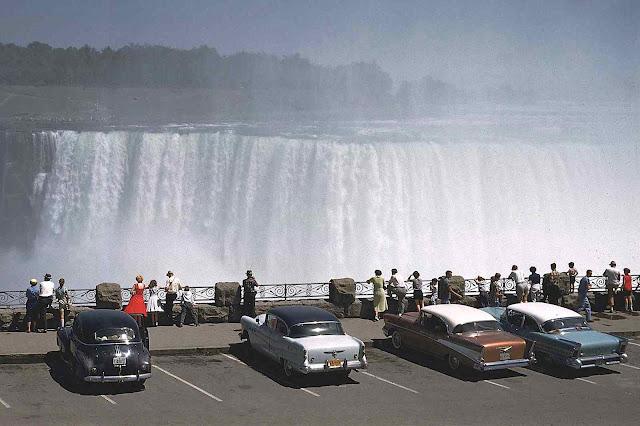 Niagara Falls parking 1958, a color photograph