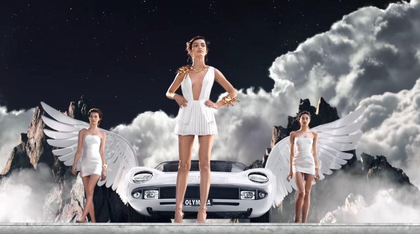 Modello e modella Paco Rabanne pubblicità profumo Olympèa con Luma Grothe vestita da dea con Foto - Testimonial Spot Pubblicitario Paco Rabanne 2016