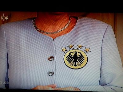 http://www.rp-online.de/politik/deutschland/angela-merkel-immer-mehr-deutet-auf-erneute-kanzlerkandidatur-hin-aid-1.6343452