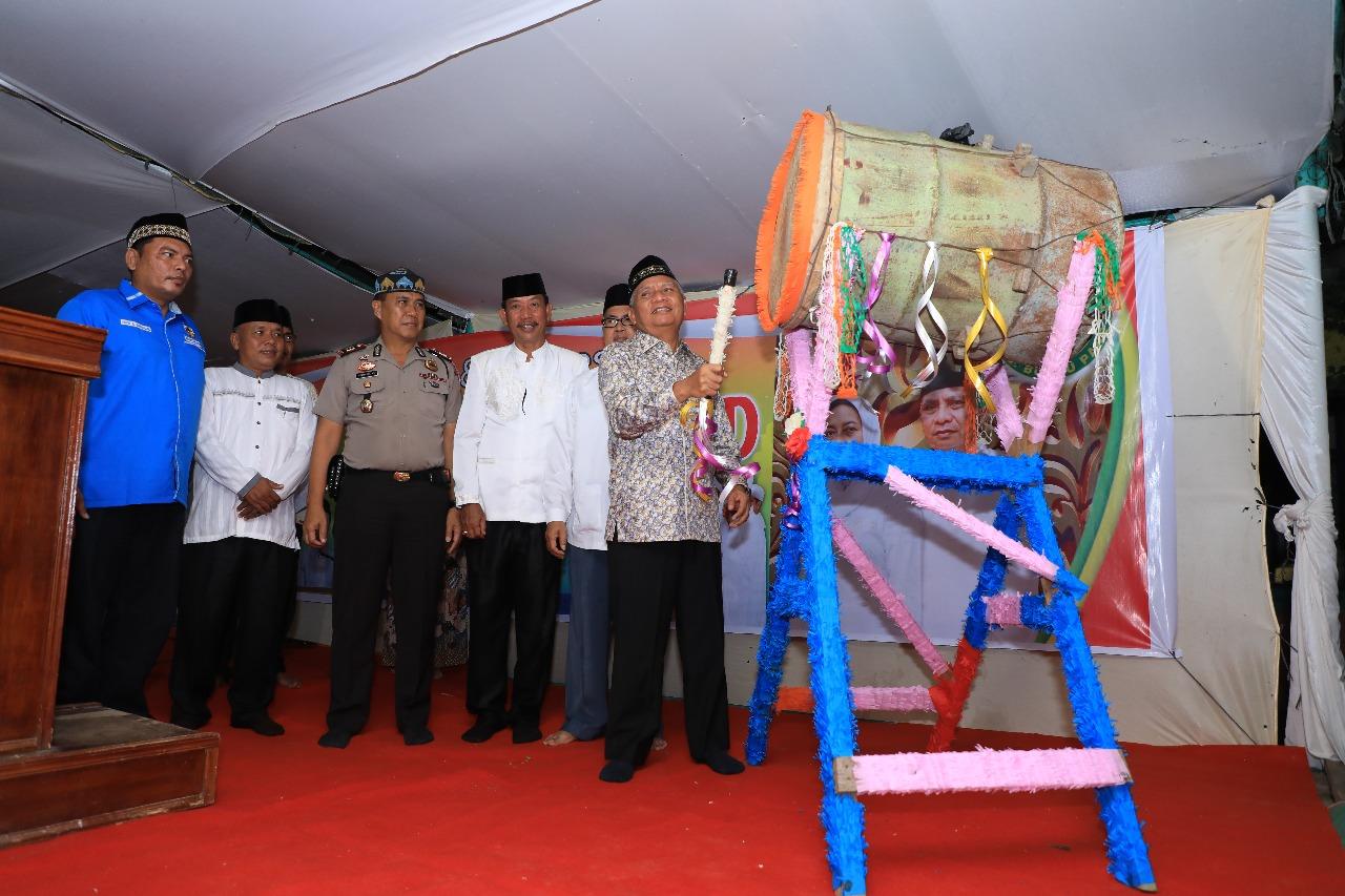 Wakil Bupati Asahan bersama Forkopimda memukul bedug pertanda dibukanya MTQ Tingkat Kecamatan di Buntu Pane.