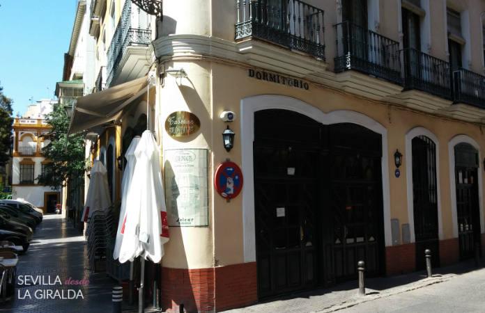 Exterior de la Taberna Coloniales en Sevilla