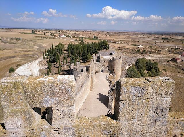 Vista de los paños de muralla desde la Torre del Homenaje del Castillo de Peñaranda de Duero