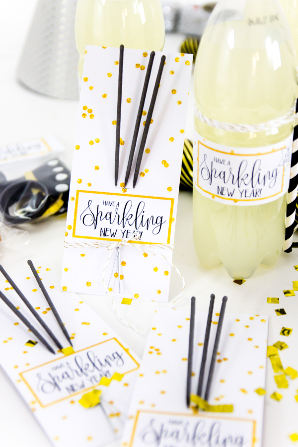 http://titatoni.blogspot.de/2016/12/Silvester-Party-DIY-Freebies-zum-Ausdrucken.html