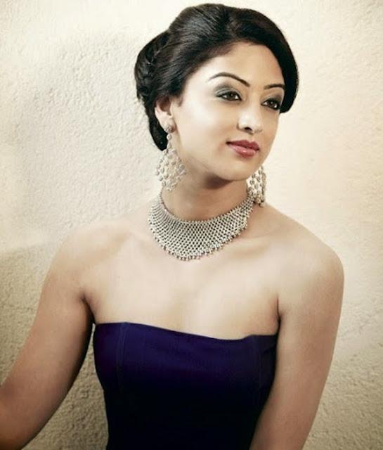 Sandeepa Dhar Designer Platinum Necklace And Ear Tops