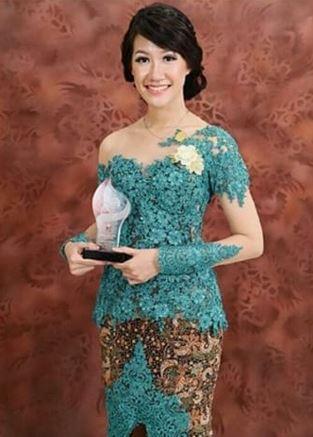 10 Model Kebaya Modern Terbaru Inspirasi Wanita Cantik Indonesia