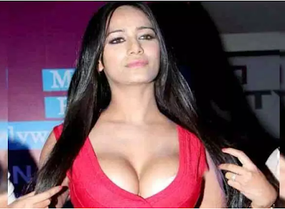 poonam-pandey-nude -3-sexy-videos-got-viral-on-social-media-hindi