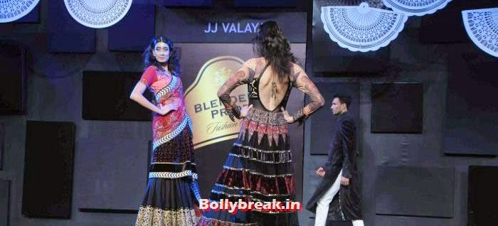 Arjun Kapoor Walks the Ramp for JJ Valaya at BPFT 2013, JJ Valaya Collections at BPFT 2013 - Arjun Kapoor Ramp Walk