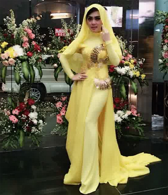 Gaya Berpakaian Baju Cantik Ala Syahrini Fashion Terkini
