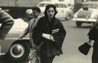 http://federer7.tumblr.com/post/160734894961/woman-crossing-street-c1954-sy-kattelson