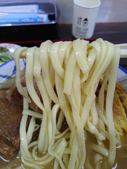 ミックスそば(中)の麺の写真