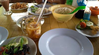 Makan di RM Muara Kapuas