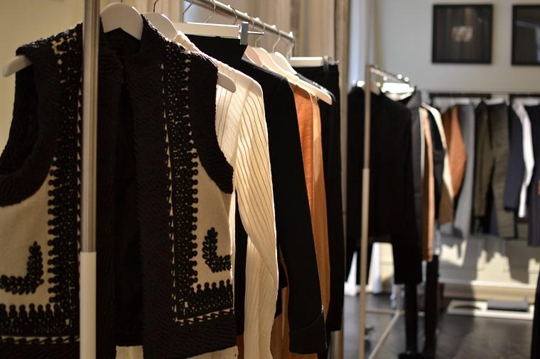 398c496e225 ... septembris avab Rocca al Mare keskuses uksed Eesti esimene H&M kauplus.  Kauaoodatud bränd jõuab täies hiilguses ka Kristiine keskusesse ja  Postimajja.