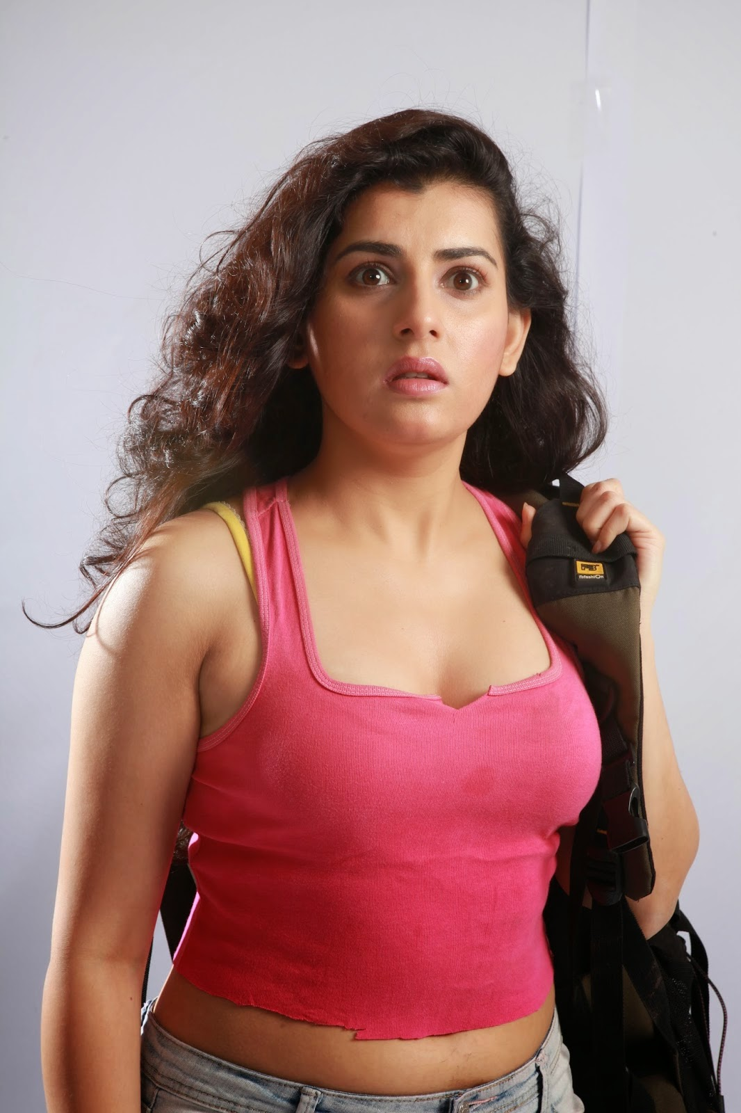 Actress archana hot cleavages show photos cine gallery - Archana wallpaper ...
