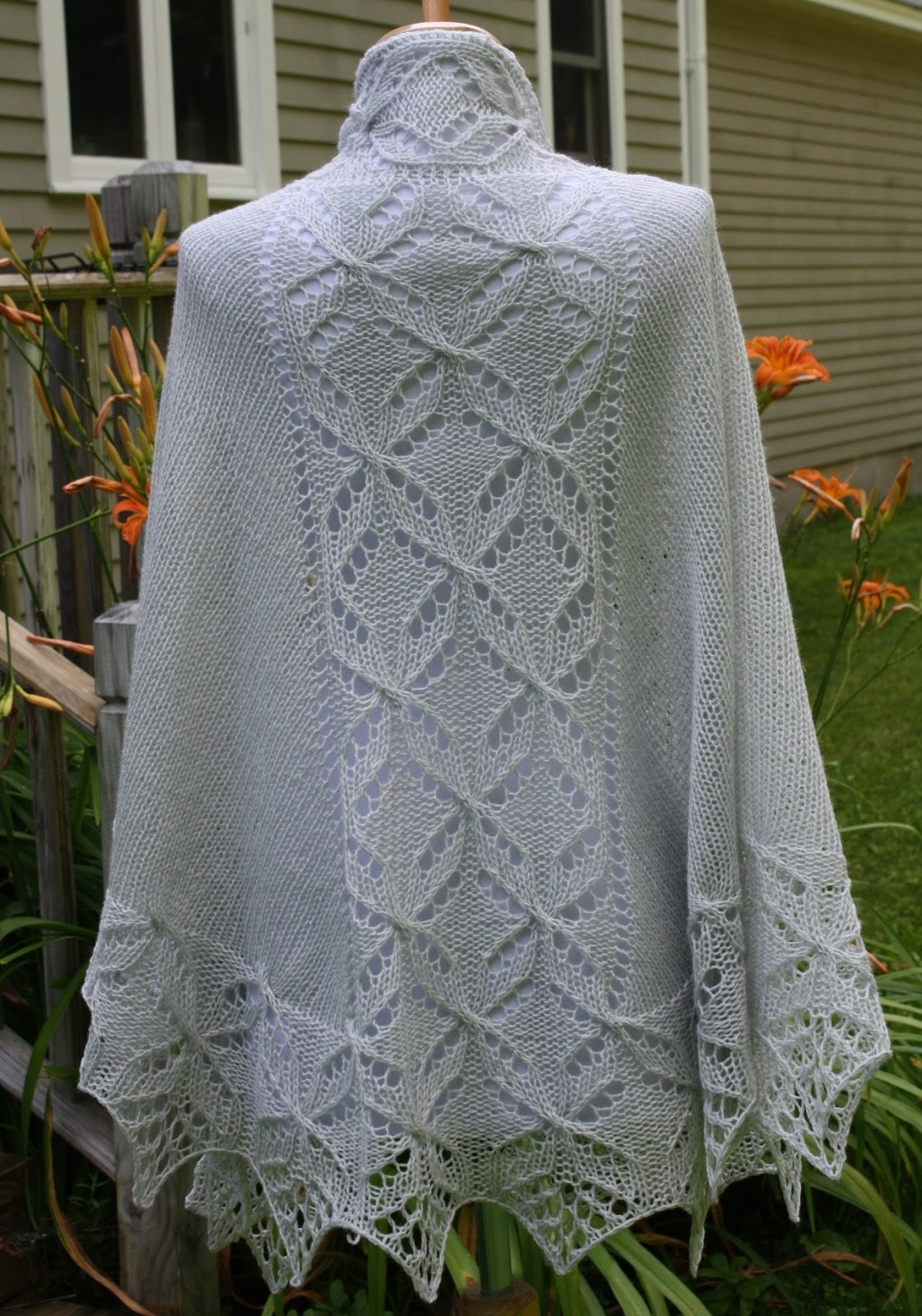 All Knitted Lace: Pattern Release: Lucky Quatrefoil Shawl