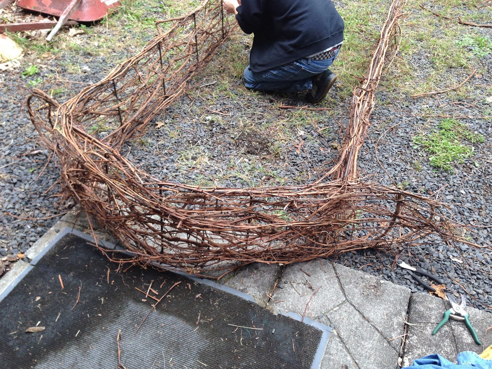 how to build an arbor from tree branches