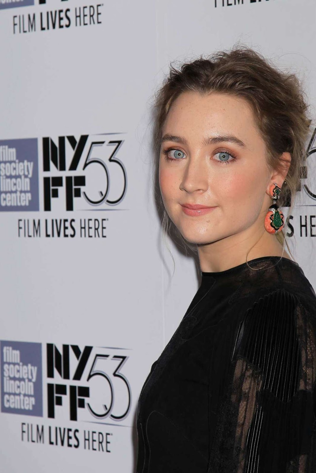 Brooklyn actress Saoirse Una Ronan Full HD Images, Photo & Wallpapers