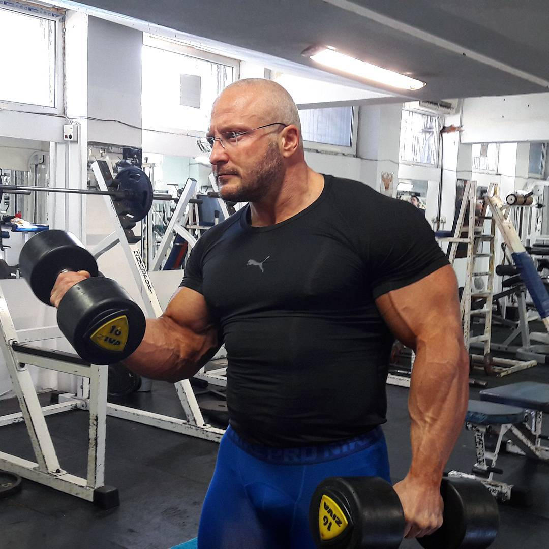 HOW TO BUILD BIG MUSCLES MASS FAST .   Mens Fitness